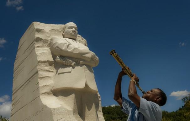 A Martin Luther King Jr Memoriale Una Folla Gioiosa