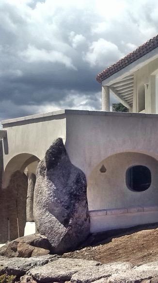 Dettaglio di muro a secco con pietre monolitiche - Particular of drywall with monoliths