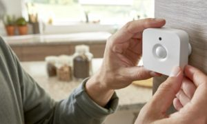 Philips-Lighting_Philips-Hue-motion-sensor_main-visual
