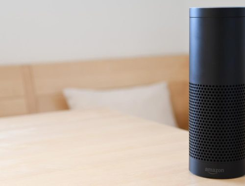 smart speaker attacco luminoso