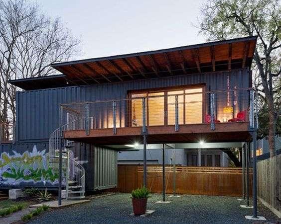 casa cu pereti dintr-un container