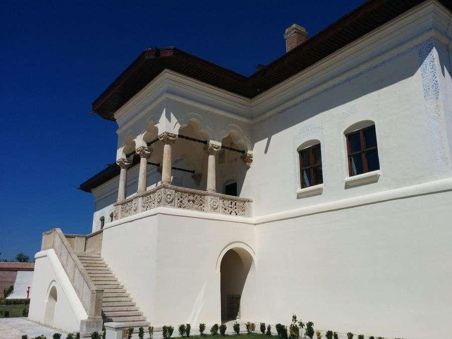 ansamblu-brancovenesc-potlogi-balcon