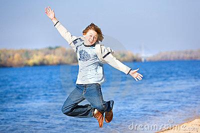 happy-jumping-boy-beach-8053068
