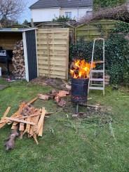 Dank des Pyron ist das Holz schnell weg ;)