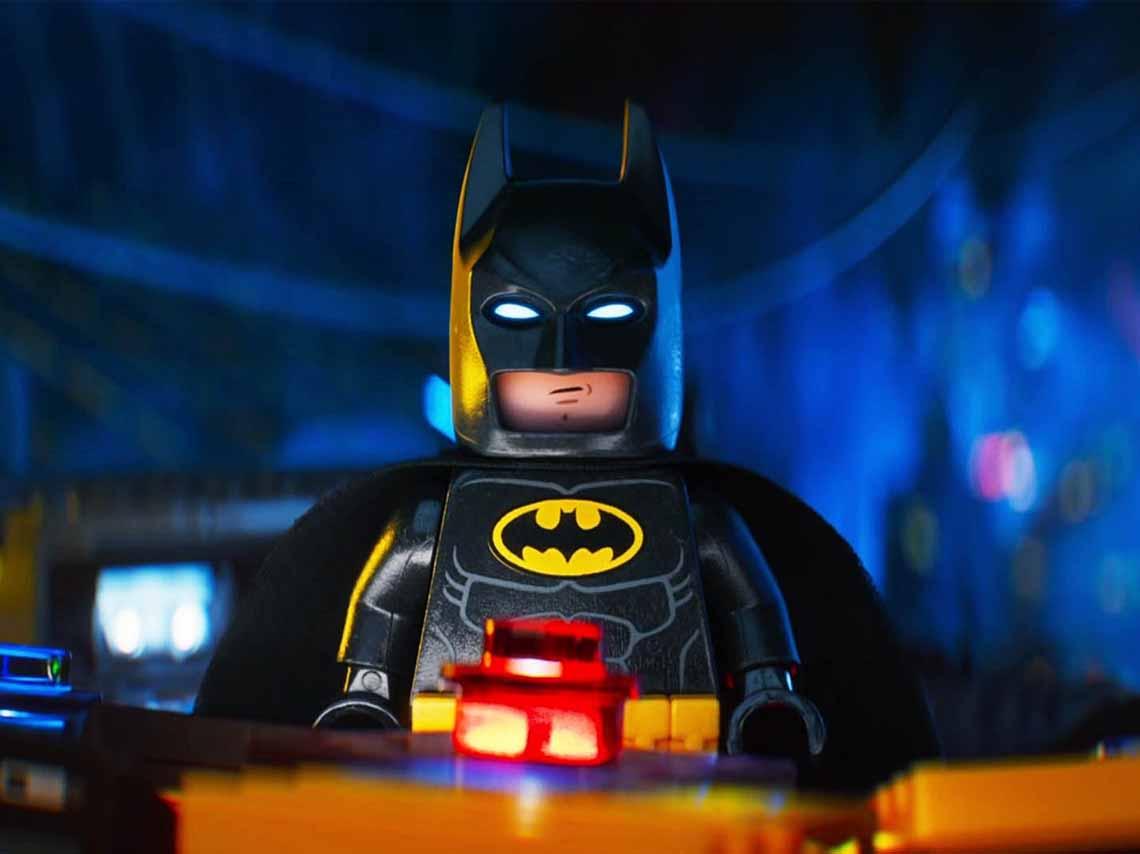 construye-un-batman-gigante-con-lego-en-perisur-02