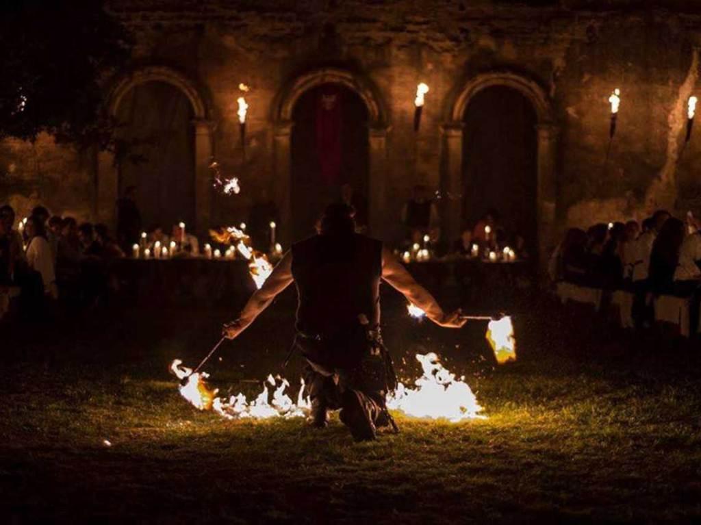 cena medieval al estilo Game Of Thrones
