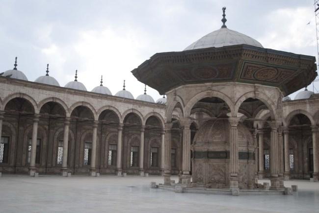 Patio interno de la mezquita de Alabastro