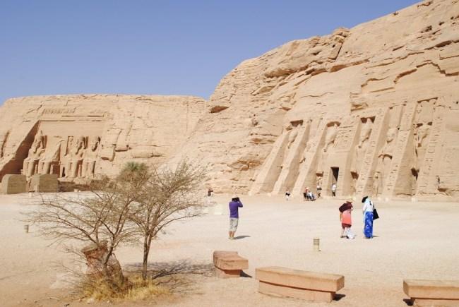 Los templos de Ramsés II (al fondo) y el de su esposa (al frente)