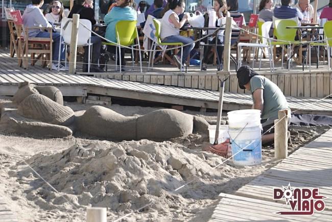Artista en playa de Viña
