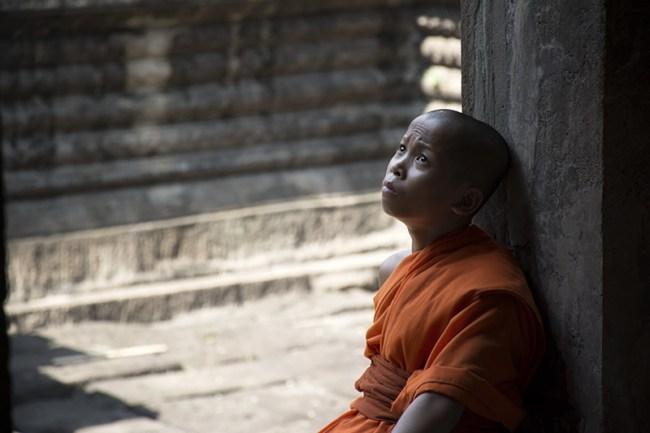 Uno de los chicos que piden limosna en los templos