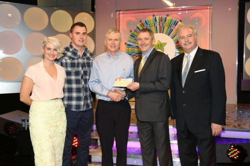 Joe Birney from Ramelton, Co. Donegal won €33,000, including a holiday to The Greek Islands, on the National Lottery Winning Streak Game Show on RTE, on Saturday 31 May 2014. Pictured at the presentation of the cheques were, from left to right: Sinead Kennedy, game show co-host; Pauric McGarvey; National Lottery ticket selling agent, Spar, Ramelton, Co. Donegal; Joe Birney, the winning player; Declan Murray, The National Lottery and Marty Whelan, game show co-host. Pic: Mac Innes Photography