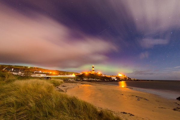 Michael @mgphoto The #ISS passing with the #aurora starting to appear in shrove