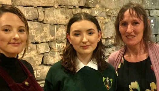 Inspirational schoolgirl awarded for powerful account of teenage cancer