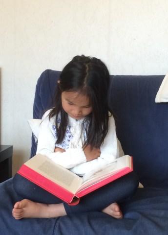 An reading Andersen's fairy tales - An đọc truyện cổ tích Andersen