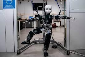 روبوت يستخدم حواسه للبحث عن الأشياء المخفية