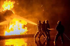 السيطرة على حرائق تيزي وزو وجزائريون في فرنسا يهبون للمساعدة