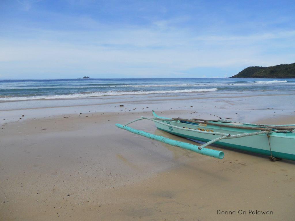 boat-nagtabon-beach