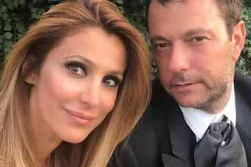 """Adriana Volpe, le accuse shock del marito: """"Un altro uomo nudo davanti a mia figlia"""""""