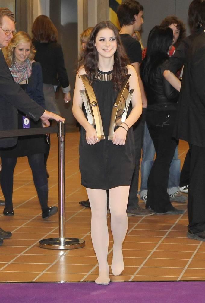 Lena Meyer-Landrut in collant bianchi senza scarpe