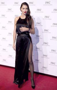 Adriana Lima in collant e tacchi a spillo 01