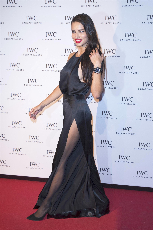 Adriana Lima in collant e tacchi a spillo 08