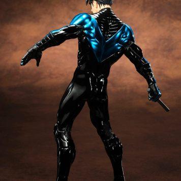 Kotobukiya ARTFX Nightwing NYCC 02