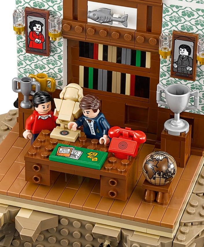 LEGO batcave 09