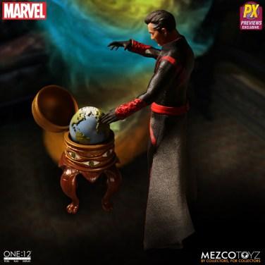 Mezco Defenders Doctor Strange 02