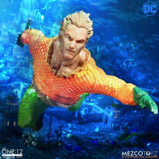 Mezco-JL-Aquaman-01