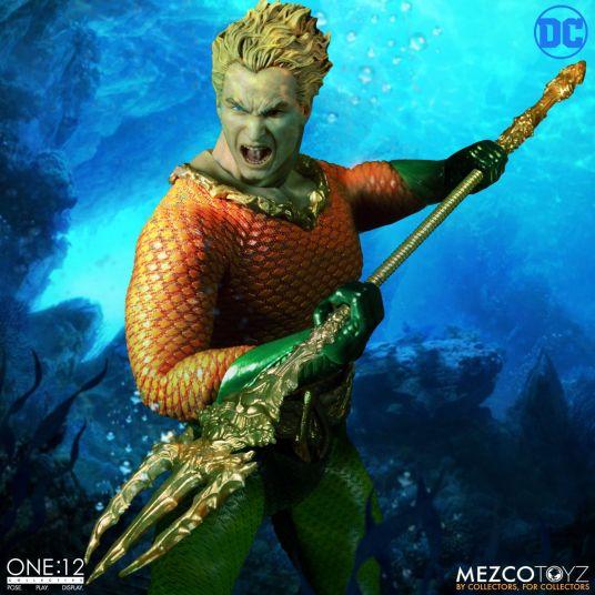 Mezco-JL-Aquaman-02