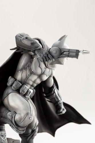 Koto_Batman_Arkham_statue_02