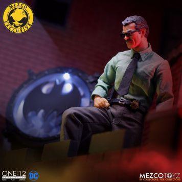 Mezco_One_12_Collective_Commissioner_Gordon_03