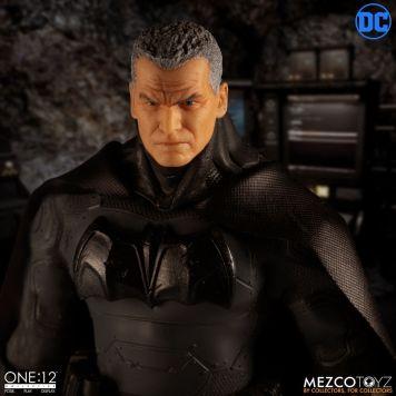 Mezco One12 Supreme Knight Batman 01