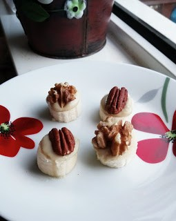 Simple nourishing nutty banana coins Breakfast Grainfree snack Uncategorized vegan