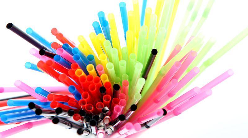 Újabb alternatívát fejlesztenek a műanyag szívószálak helyett