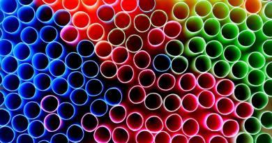Az Európai Bizottság betiltaná az egyszerhasználatos műanyagokat