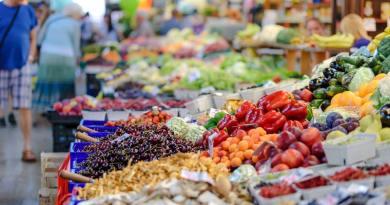 A zöldségek és gyümölcsök 30 %-a a kukában végzi az uniós háztartásokban