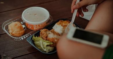 Olaszország is betiltja a műanyag poharakat és tányérokat