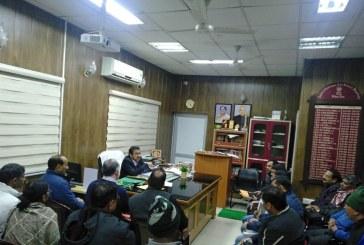 देहरादून: आई.एम.ए व स्थानीय लोगों से जुड़े भूमि विवादों के निस्तारण को लेकर डीएम ने बैठक