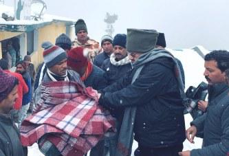 विधायक जोशी ने तूफान प्रभावित 19 परिवारों को राहत राशि के चैंक सौंपे