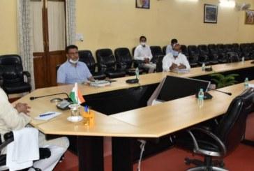 पेयजल व्यवस्था को लेकर मुख्यमंत्री बैठक लेते हुए