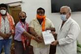 शिवसेना की स्थापना के54वर्ष पूर्ण होने पर महंत इंद्रेश अस्पताल में रक्तदान शिविर का आयोजन किया