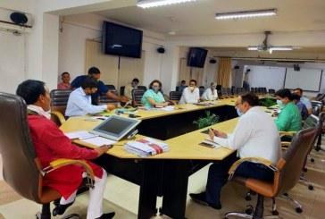 आज सचिवालय के सभाकक्ष में सहकारिता एवं दुग्ध विकास विभाग की समीक्षा बैठक हुई