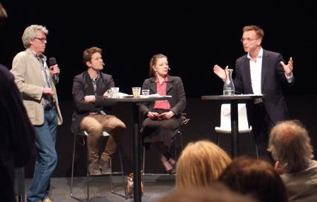 Lekker babbelen óver werklozen: Thomas Kampen, Beate de Ruiter en René Paas.