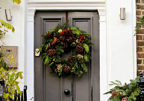 door-with-natural-Christmas-wreath