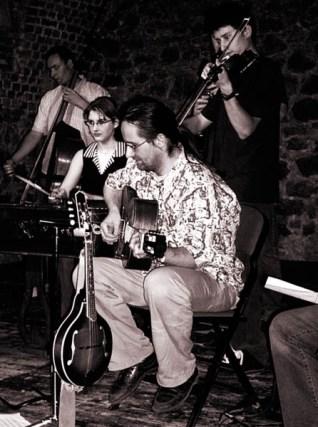 Dooušek & Guráš, 2005