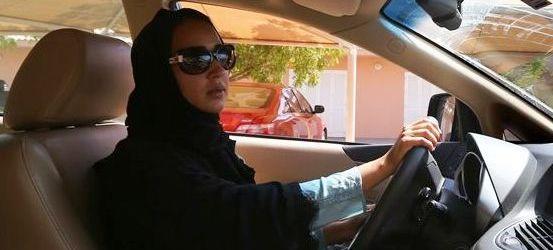 Mulheres sauditas ganham direito de dirigir