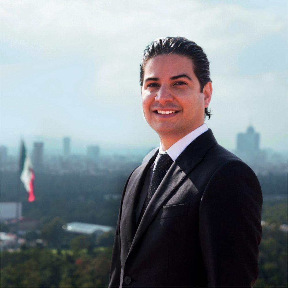 Retrato de Enrique Lara Herrera abogado miembro de Doporto Abogados - Derecho
