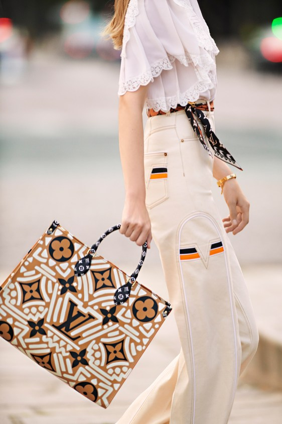 OnTheGO-tote-LV-Crafty-caramel-and-cream-in-Monogram-coated-canvas