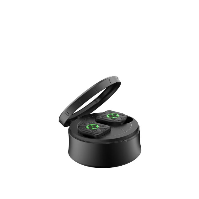 LOUIS-VUITTON-HORIZON-EARPHONES-–-BLACK-AND-NEON-GREEN---03